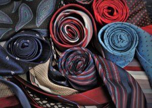 自宅で洗濯できるネクタイの種類とは?